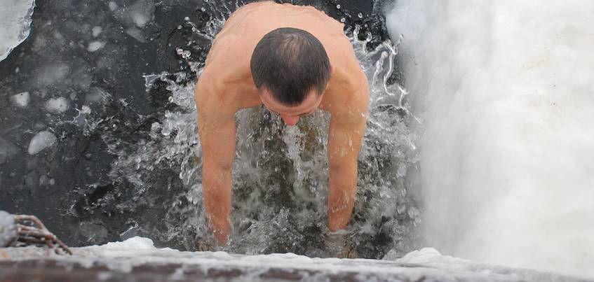 В Удмуртии в Крещенских купаниях приняли участие около 18000 человек