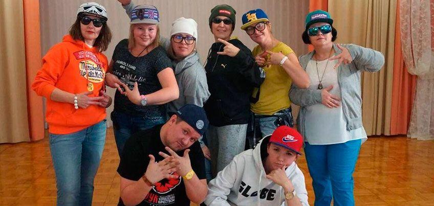 Воспитатели ижевского детского сада, чтобы снять рэп-клип, сотни раз посмотрели записи Тимати