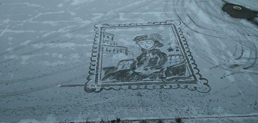 Дворник ижевского лицея, рисующий на снегу, попал в шорт-лист премии «Серебряный лучник»