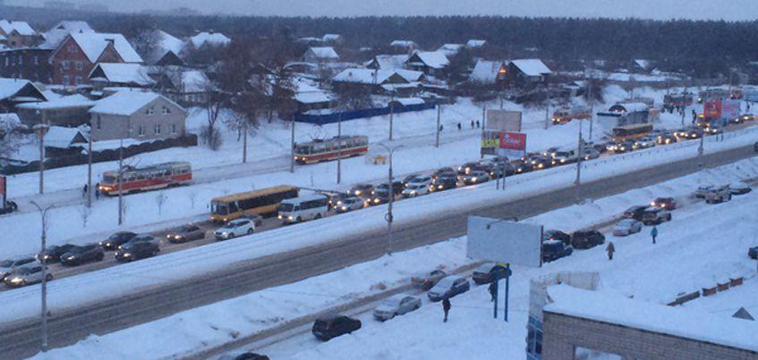 В Ижевске на улице Ленина полчаса не ходили  трамваи