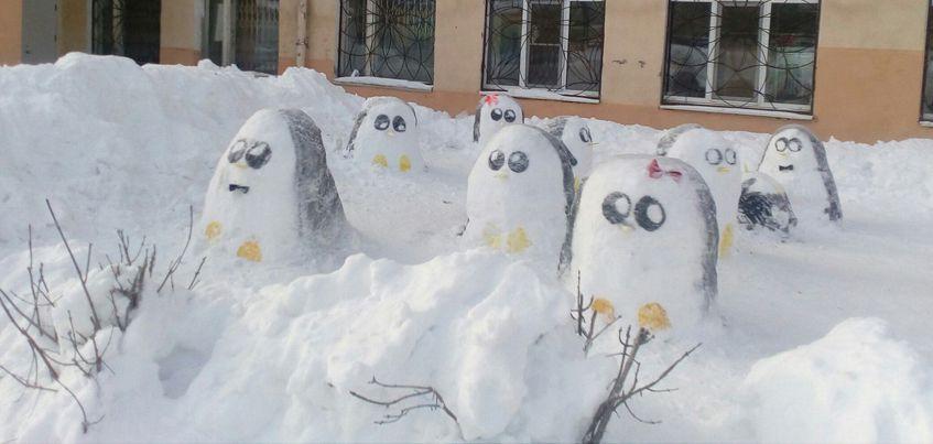 Дворник-художник из лицея № 25 создал городок из снежных фигур