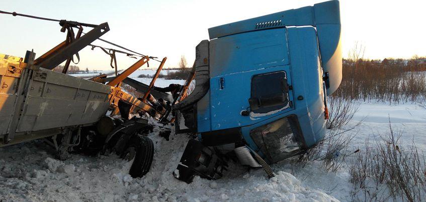 На западной объездной дороге Ижевска столкнулись иномарка и «МАЗ»