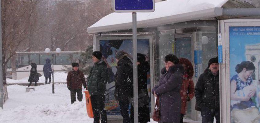 В Ижевске от снега просела крыша остановки «Улица Молодежная»