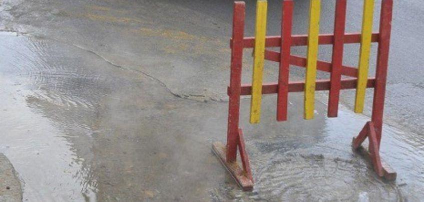 В Ижевске из-за порыва трубы на улице Степной без холодной воды остались 5 частных домов и одна школа