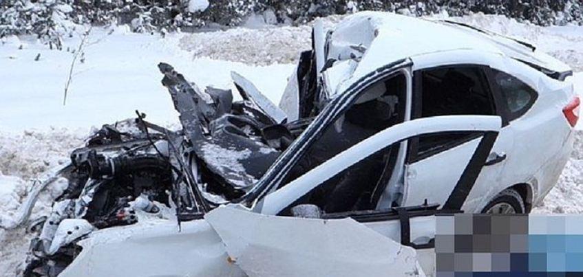 В Удмуртии 56-летняя женщина погибла при лобовом столкновении с грузовиком