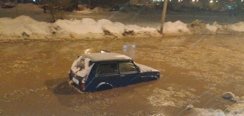 Видео: последствия потопа на улице Сабурова в Ижевске