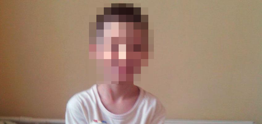 Мальчик, которого в январе нашли на улице Ижевска в одной футболке, уже не в первый раз оказывается в беде
