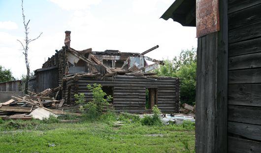 Мужчина, погребенный под рухнувшей стеной барака в Ижевске, хотел заработать 500 рублей