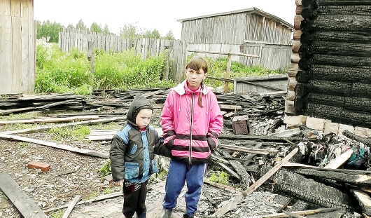 7-классница из Удмуртии вынесла из огня детей: вспомнила уроки ОБЖ и поползла в подполье
