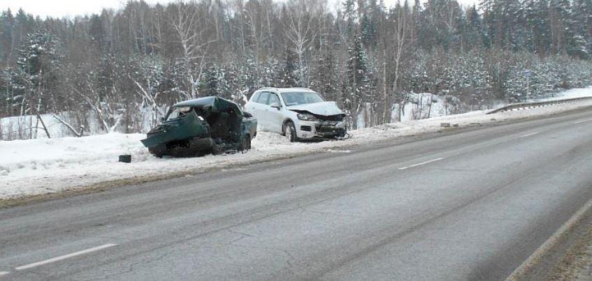 Из-за неудачного обгона 20-летний водитель погиб в страшном ДТП в Удмуртии