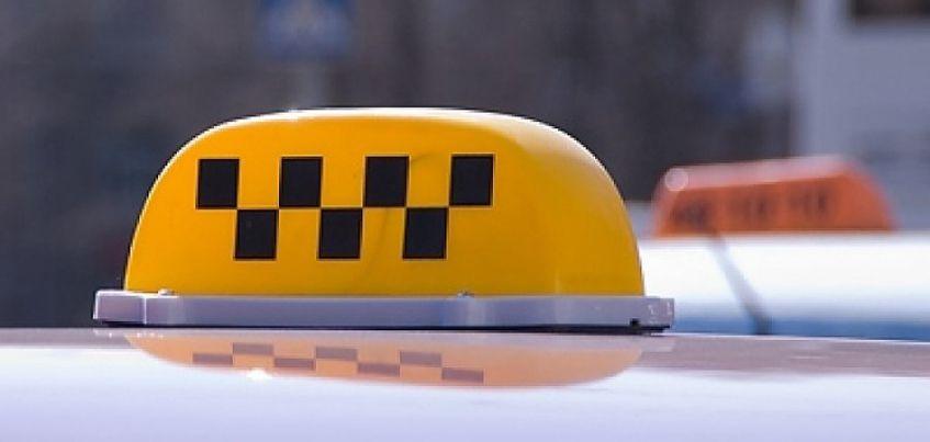 В Ижевске злоумышленник угнал такси и столкнулся с семью автомобилями