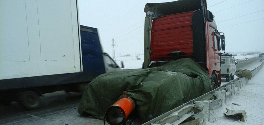 Спасатели Удмуртии помогли замерзающим на дороге водителям большегрузов