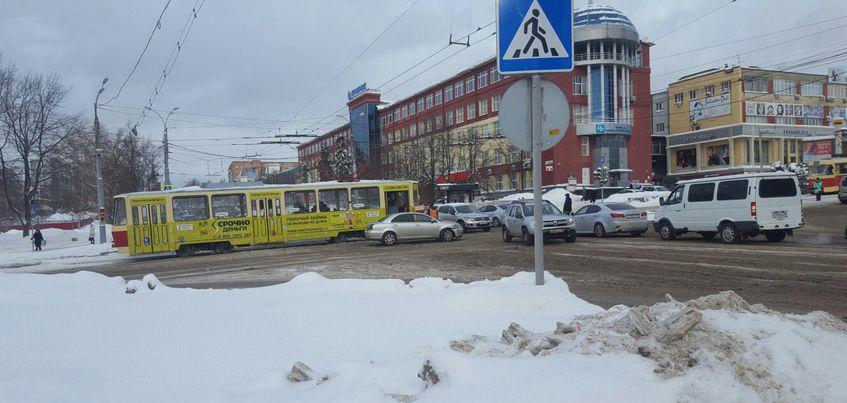 В Ижевске из-за ДТП полчаса не было движения трамваев сторону мкрн «Буммаш»