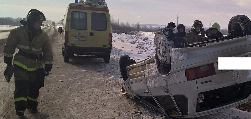 В Удмуртии около села Совхозный перевернулся автомобиль