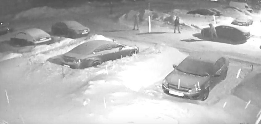 Видео: В Ижевске неизвестные повредили несколько чужих авто