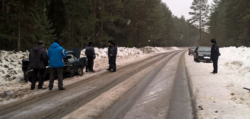 В Сарапульском районе Удмуртии при обгоне погиб водитель «ВАЗ-2107»