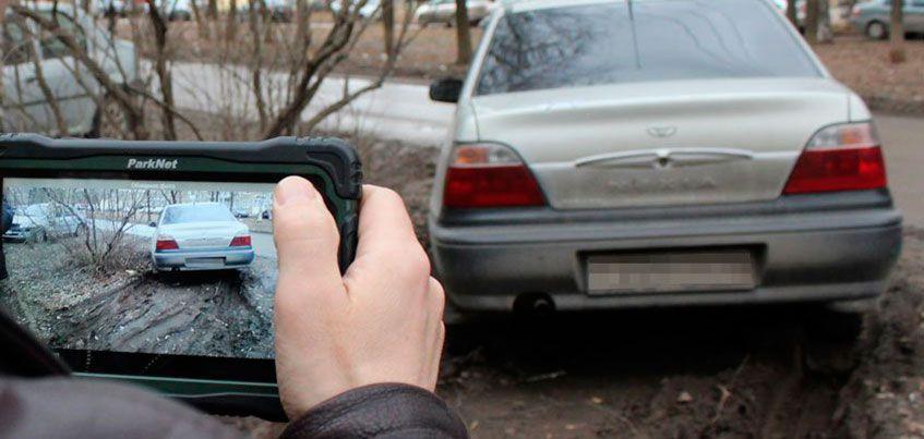 Верховный суд отменил закон Удмуртии о запрете парковаться на газонах