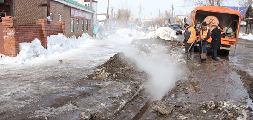 В Ижевске от снега и мусора очистили 13 водоотводных канав