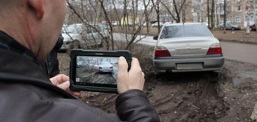В эфире радио «Комсомольская правда»-Ижевск» обсудят отмену штрафов за парковку в на газонах и детских площадках