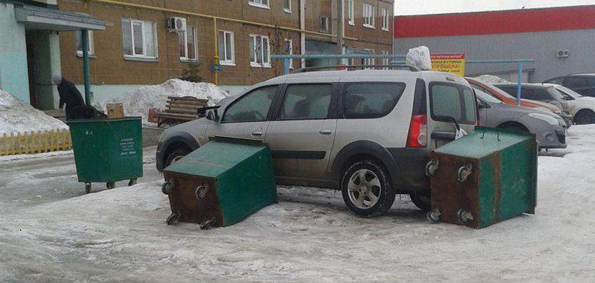 В Ижевске на улице Ленинградской водителя наказали за неправильную парковку во дворе