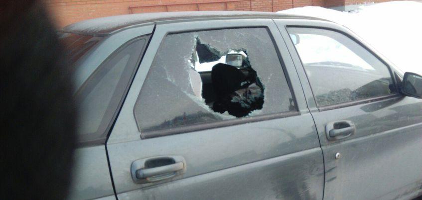 В Ижевске неизвестные разбили стекла у нескольких автомобилей