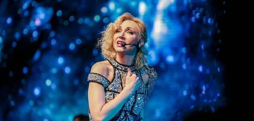 Наряды от дизайнера Бритни Спирс и признания со сцены: как прошел концерт Кристины Орбакайте в Ижевске