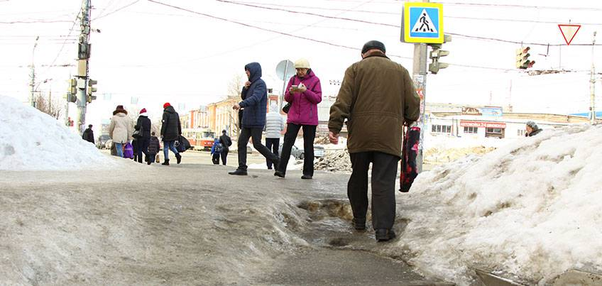 Ледяной городок: ижевчане сами заказали технику, чтобы почистить дорогу