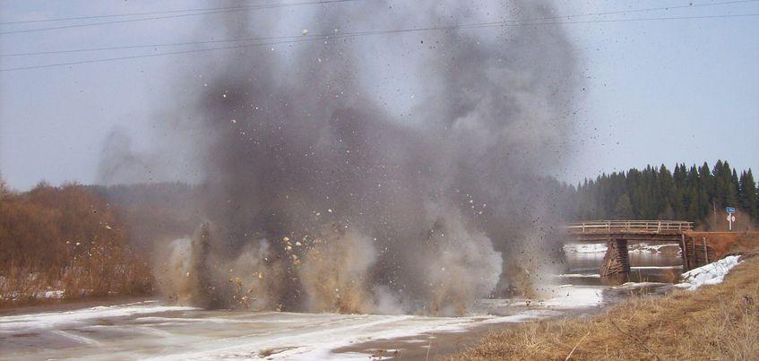 В Удмуртии с 28 марта начали взрывать лед на реках