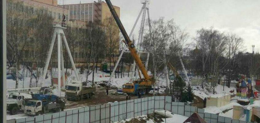 В Ижевске начали устанавливать опоры для нового колеса обозрения
