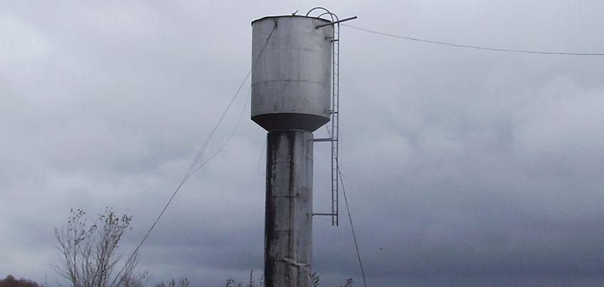 В деревне Нововолково Балезинского района Удмуртии упала водонапорная башня