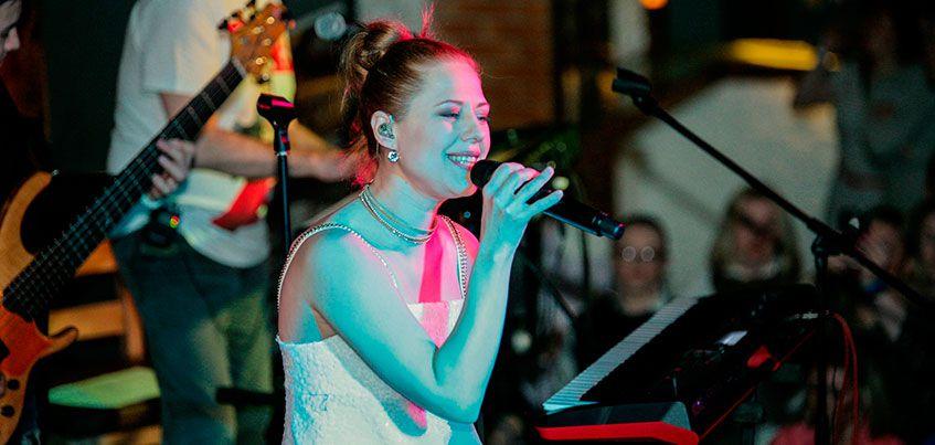 На концерте в Ижевске Юте пришлось дважды петь песню «Хмель и солод»