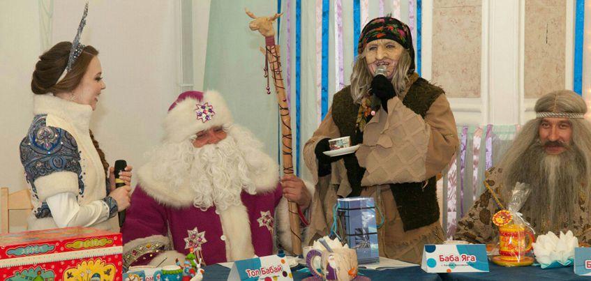 Удмуртский Дед Мороз Тол Бабай побывал на дне рождения Костромской Снегурочки