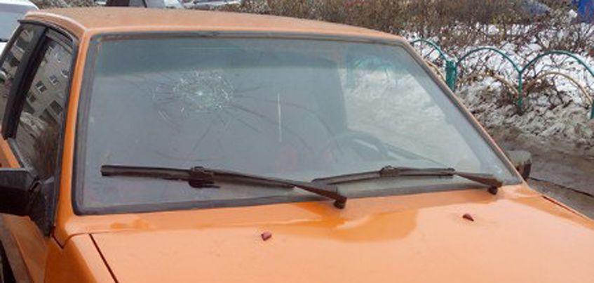 В Ленинском районе Ижевска неизвестные разбили лобовое стекло авто