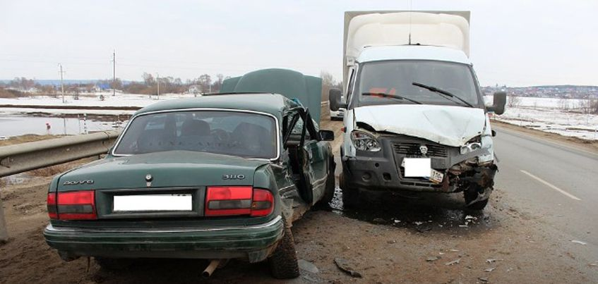 Врачи пытаются спасти пассажира, который пострадал в ДТП в Завьяловском районе Удмуртии