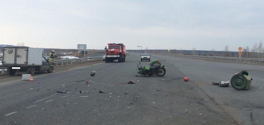 Водитель и пассажир мотоцикла «Урал» погибли при столкновении с грузовиком в Камбарском районе Удмуртии