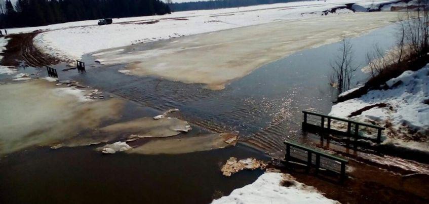 МЧС: в Вавожском районе Удмуртии подтопило мост через реку Вала