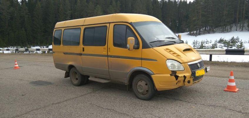 В Сарапульском районе Удмуртии 9-летний мальчик, катавшийся на велосипеде, столкнулся с микроавтобусом