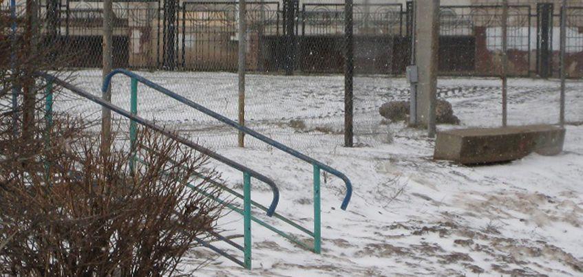 В Ижевске начали ремонтировать стадион у школы №100