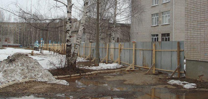 В Ижевске начали ремонтировать стадион у школы №32