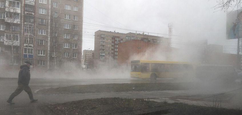 Очевидцы: В Ижевске на улице 50 лет ВЛКСМ произошел порыв