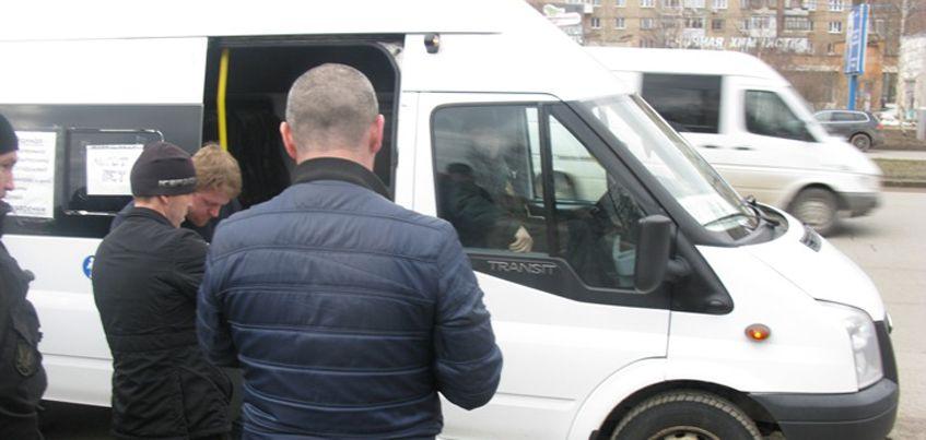 Судебные приставы за долги забрали у ижевчанки микроавтобус