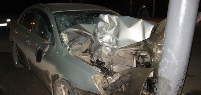 В Ижевске 34-летний водитель «Тойоты» врезался в столб на Воткинском шоссе