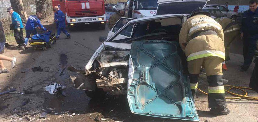 В Удмуртии после столкновения автомобилей два человека попали в реанимацию
