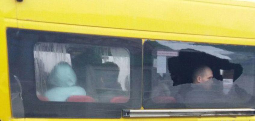 В Ижевске у маршрутки на ходу рассыпалось стекло