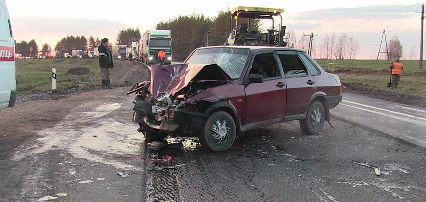 29-летняя жительница Удмуртии умерла в больнице после ДТП с асфальтоукладчиком