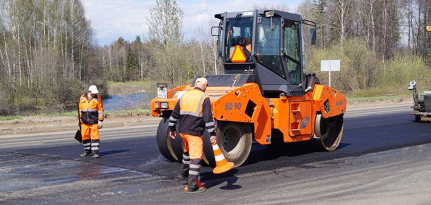 В Ижевске 18 мая на Воткинском шоссе начали укладывать новый слой асфальта