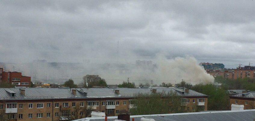 На улице Кирова в Ижевске загорелся деревянный дом