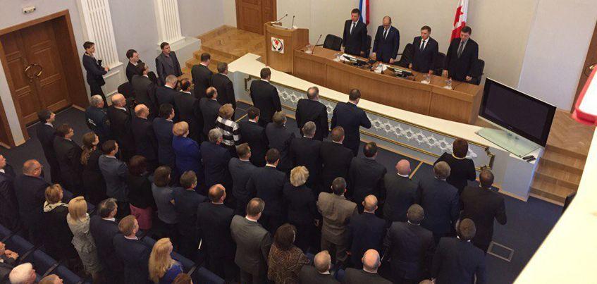 Врио Главы Удмуртии Александр Бречалов начал аппаратное совещание с минуты молчания