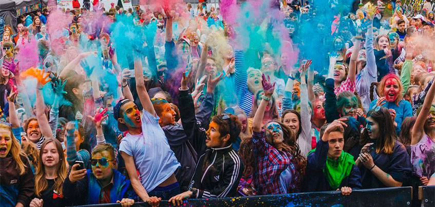 «Полицейский с Рублевки» оторвался на Всероссийском фестивале красок