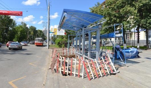 В Ижевске на улице Пушкинской устанавливают новую остановку